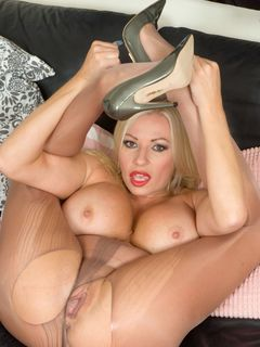 Michelle Thorne spreads her large ass in pantyhose