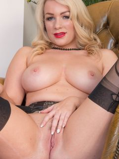 Busty Penny Lee spreads her pussy in black nylons