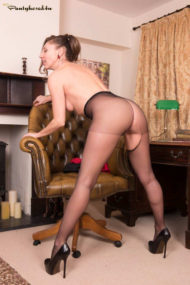 From Taylor Sexy In Black Pantyh Spankbank 1
