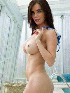 Awesome babe Emma Glover strips off after tennis