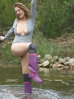 Curvy babe Lottii Rose having fun in the river