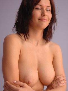 Beauty babe Iga Wyrwal plays with her big tits