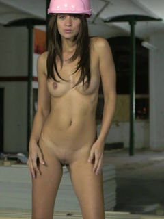 Tracy Rose strips and shows her amazing body