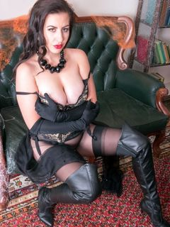 Tindra Frost spreads in her latex boots and nylons