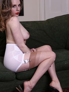 Busty beauty Samantha Bentley spreads in nylons